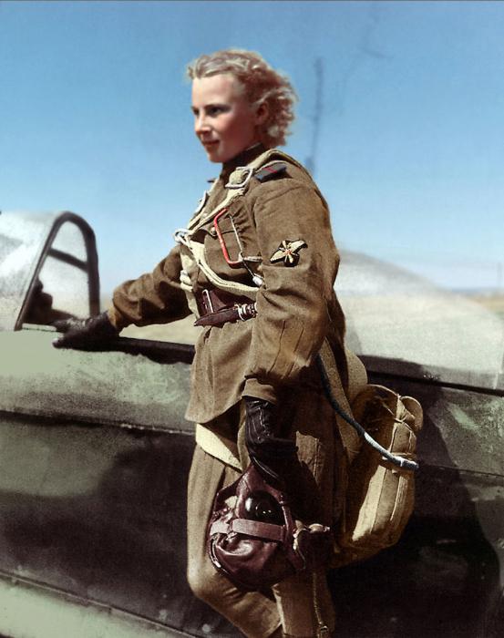 Была одной из самых результативных женщин-летчиц в годы Второй мировой войны.