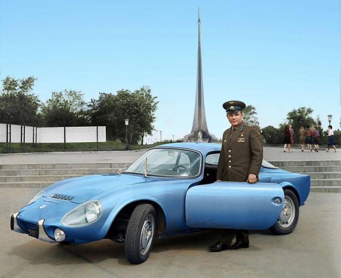 Этот автомобиль был подарен Юрию Гагарину французами, в честь полета в космос.