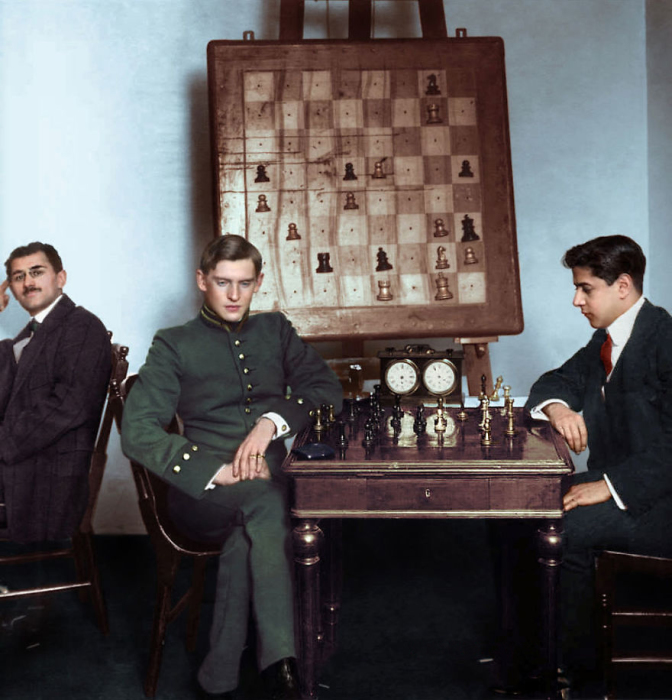 Хосе Рауль Капабланка против Александра Алехина.