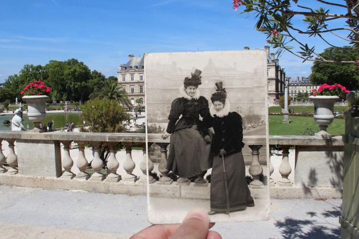 Элегантные дамы в Люксембургском саду в центре Парижа.
