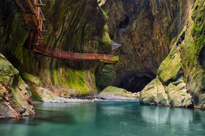 Живописная дорожка в Швейцарии. Фотограф Olivier Pousaz.