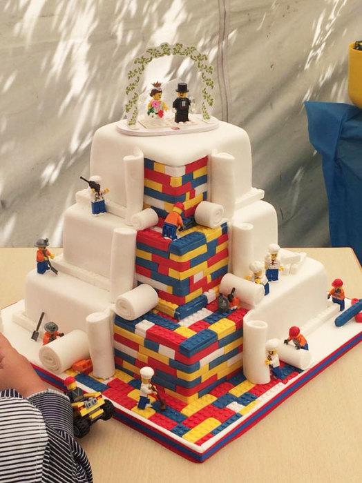 Невероятный свадебный торт в стиле Лего.