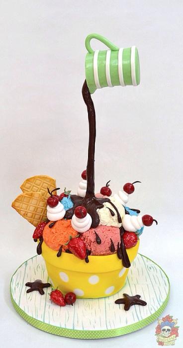 Торт-мороженое, форма которого «нарушает» законы гравитации.