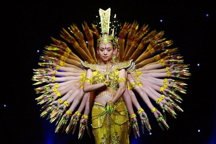 Выступление самых творческих коллективов Китая.