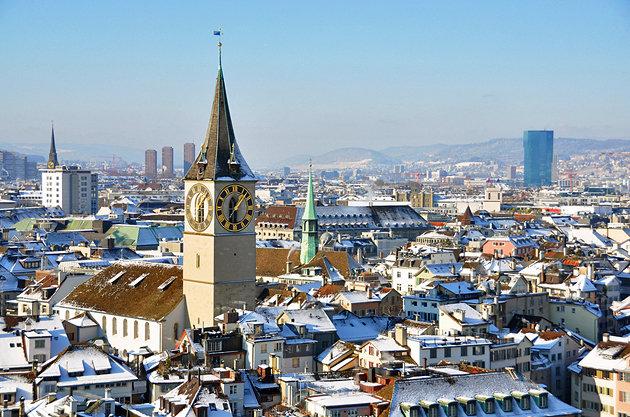 Старейшая церковь Цюриха, знаменита самыми большими башенными часами в Европе: диаметр циферблата составляет 8,7 метров, минутная стрелка почти 4 метра.