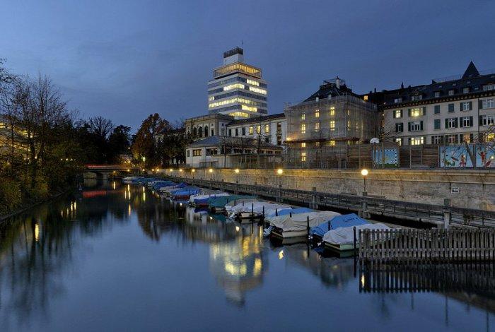 Водный канал, хранящий историю укреплений и крепостных валов старого Цюриха.