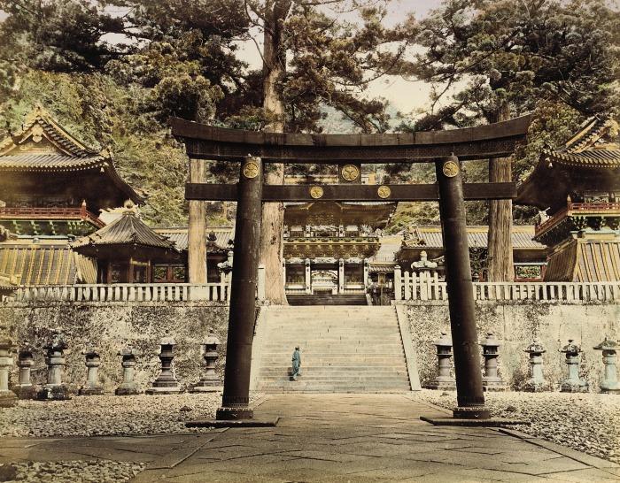 Эта арка является входом в храмовый комплекс Тосё-гу - самую известную достопримечательность Японии.