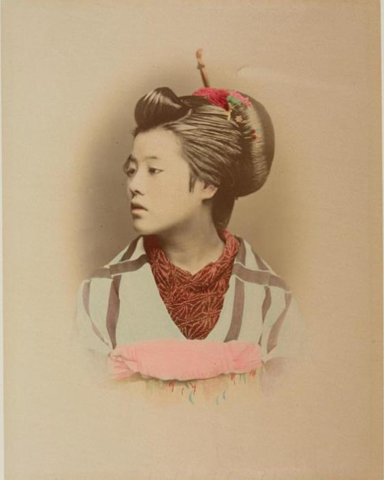 Причёски японских девушек просто немыслимы без разнообразных гребней и булавок.