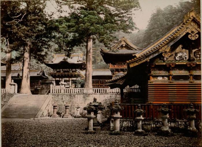 Сокровищница располагает удивительной коллекцией храмовых сокровищ, восходящих к периоду Эдо.