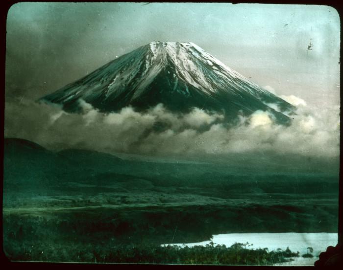 Легендарная гора Фудзияма, считающаяся главным национальным символом Японии.
