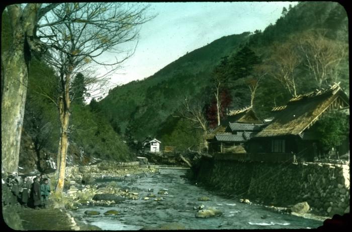 На берегу горного ручья.