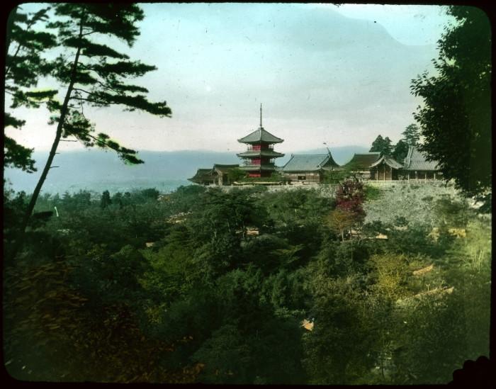 Храм Чистой Воды - самый почитаемый храм в Японии.