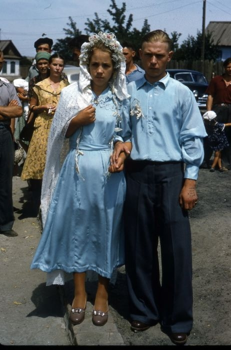 Сельские свадьбы зачастую праздновали скромно, но от всей души.
