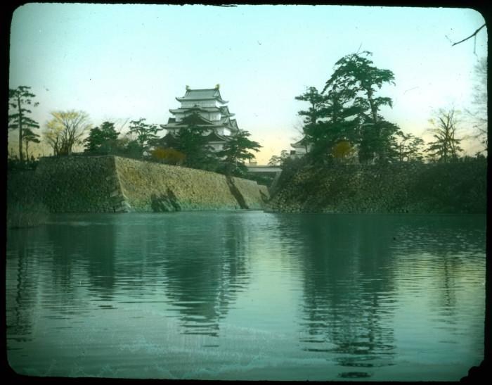 Замок прославлен благодаря двум золотым кинсяти (сятихоко – мифических существ с телом рыбы) на крыше – символ Нагоя.