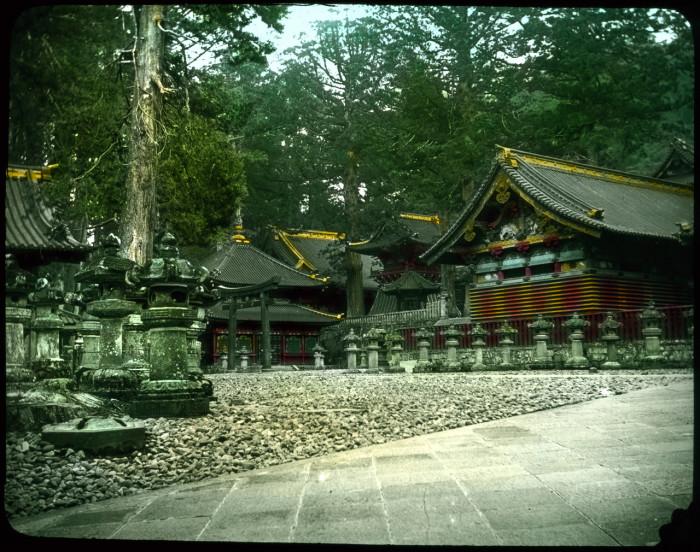 Храмовый комплекс в городке Никко, одно их самых ярких и удивительных мест Японии.