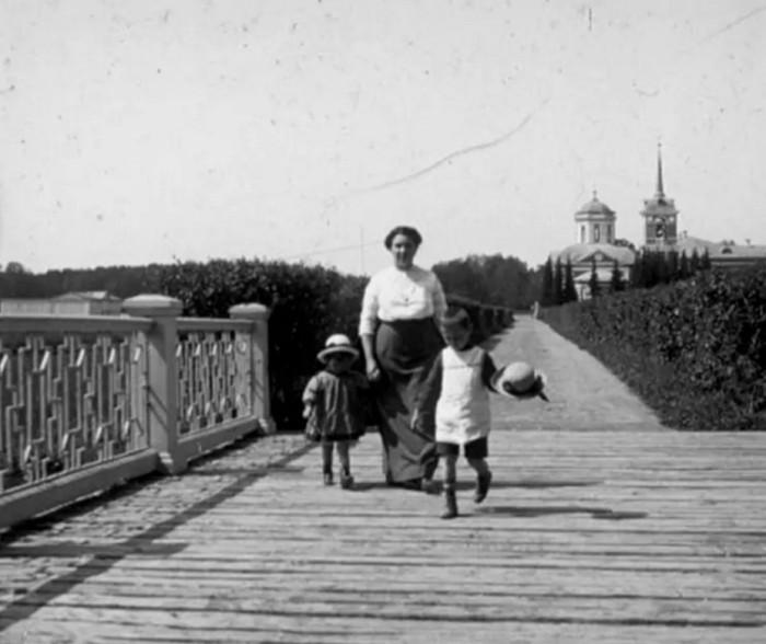 Прогулка с детьми.