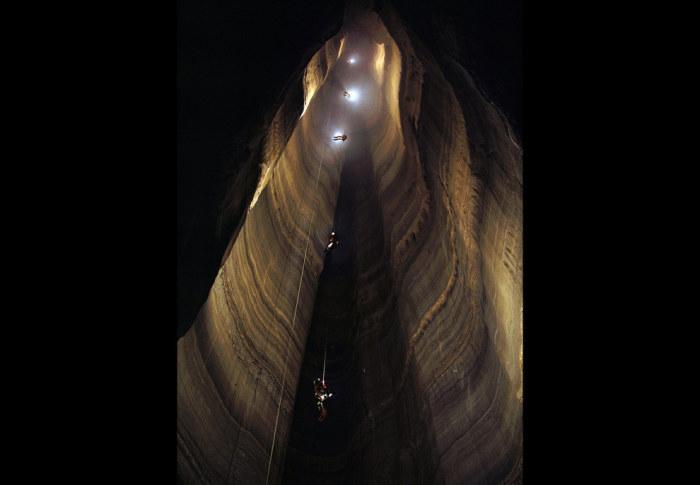 Пещера находится на северо-востоке штата Джорджия и является самой глубокой пещерой в США, глубина которой составляет 179 метров.