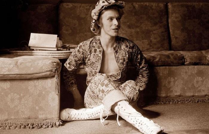 Эволюция модного стиля неповторимого Дэвида Боуи.