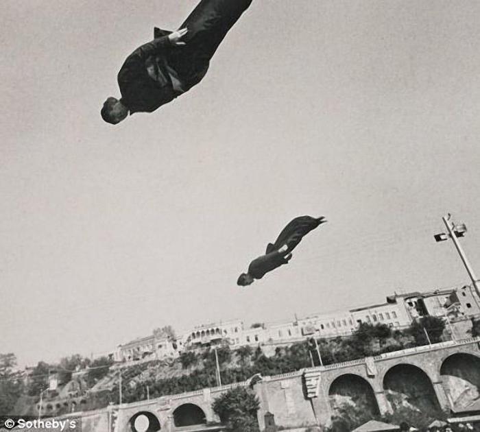 Три работы литовского фотографа Витаса проданы за 1.500 фунтов стерлингов.