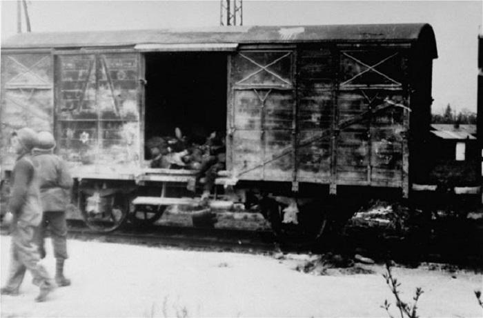 Фотография поезда смерти одного из первых концлагерей Дахау.
