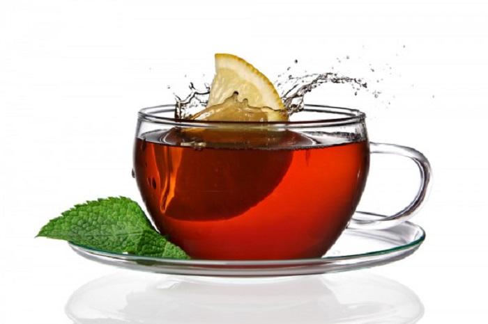 Кроме чайных листиков гурманы добавляют в напиток специи, кусочки фруктов, имбирь и многое другое. | Фото: heaclub.ru.