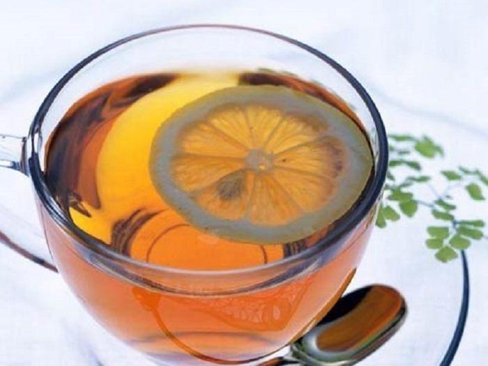 Если в чай добавить дольку лимона, то вы добавите в организм комплекс полезных витамин. | Фото: webkuhnya.ru.