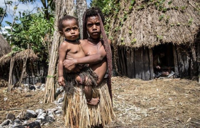 В племени Дани брачный возраст для девушек начинается с 14 лет.