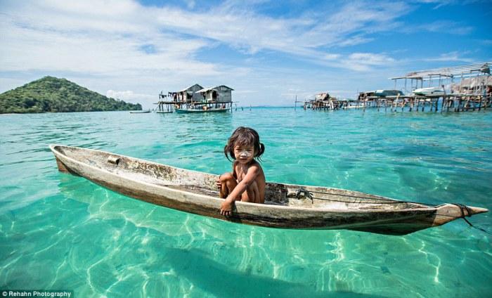Народ баджо, называют морскими цыганами, большую часть своей жизни проводят в лодках в бирюзовых водах Тихого океана.