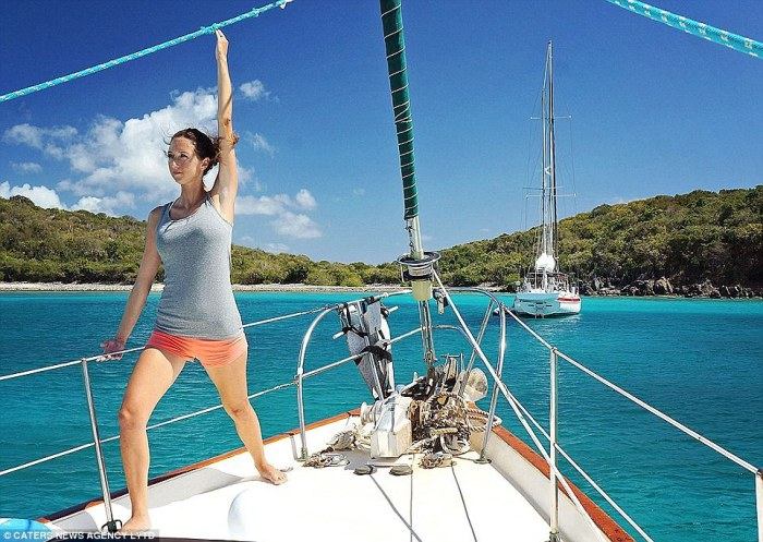 Супружеская пара Мэтт и Джессика Джонсон, уволились с работы, продали всё своё имущество и приобрели небольшую яхту для путешествий по миру.