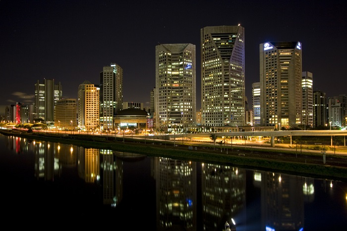 Красота ночного Сан-Паулу. Фотограф - Чарльз Брукс.