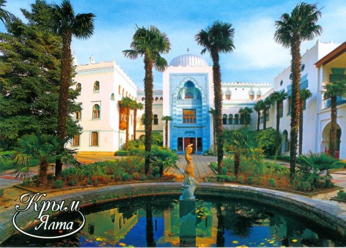 Дворец Дюльбер построен в романтическом мавританском стиле, который очень приветствовал и уважал Великий князь, и напоминает изысканные памятники арабского Египта XV в.