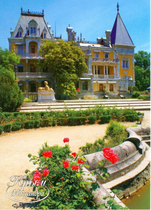Один из лучших архитектурных памятников Южного берега Крыма, гармонично вписавшийся в окружающую его природу.