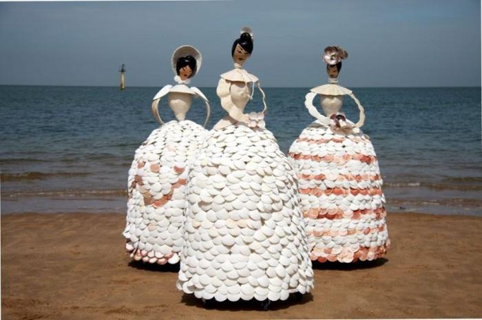 Дамы викторианской эпохи на пляже.