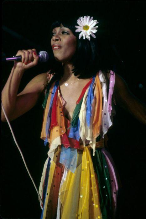 Донна Саммер во время выступления на концерте в Лос-Анджелесе (Калифорния) в 1979-м году.