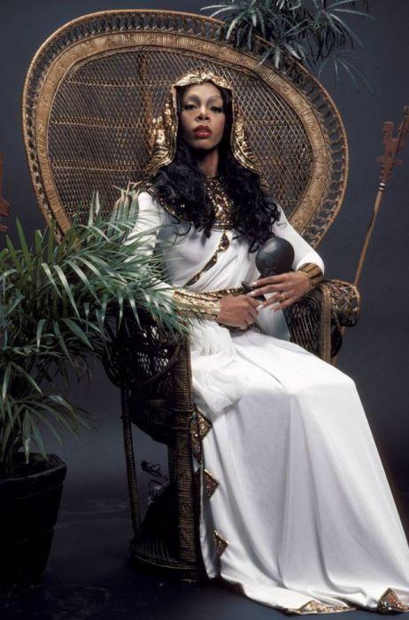 Фотосессия Донны Саммер, проходившая в феврале 1976-го года, в которой певица предстала в образе египетской царицы Клеопатры.