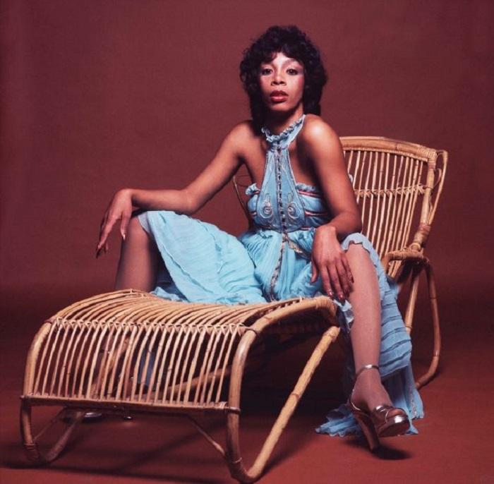 Американская певица во время съемок в лондонской фотостудии, проходивших  в апреле 1976-го года.