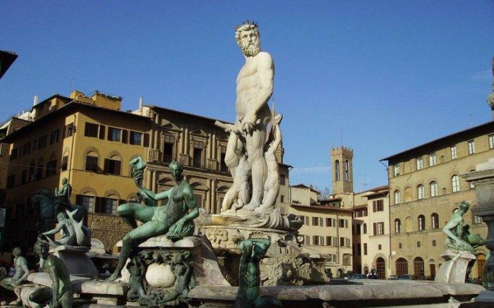 Площадь начала принимать нынешний вид с 1268 года и сегодня является одной из самых красивых в Италии.