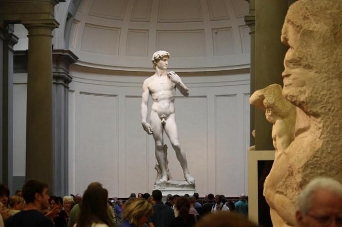 Создание галереи для учеников Академии было профинансировано семейством Медичи, как и строительство многих других флорентийских достопримечательностей.