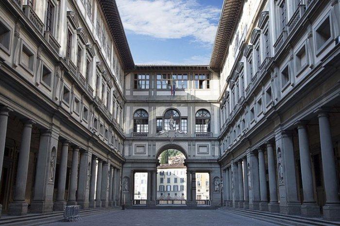 Считается величайшим музеем в мире, где находится одна из наиболее богатых и значимых мировых коллекций произведений европейского искусства 13-20 веков.
