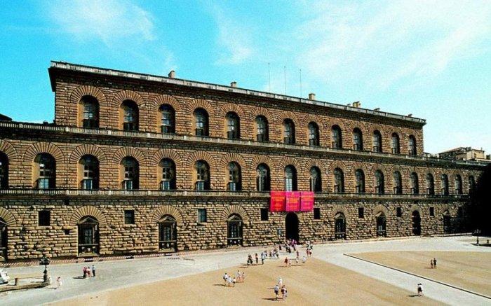 Самый большой городской дворец-особняк Флоренции, строительство которого началось в 1458 году, сегодня является крупным музейным комплексом города.