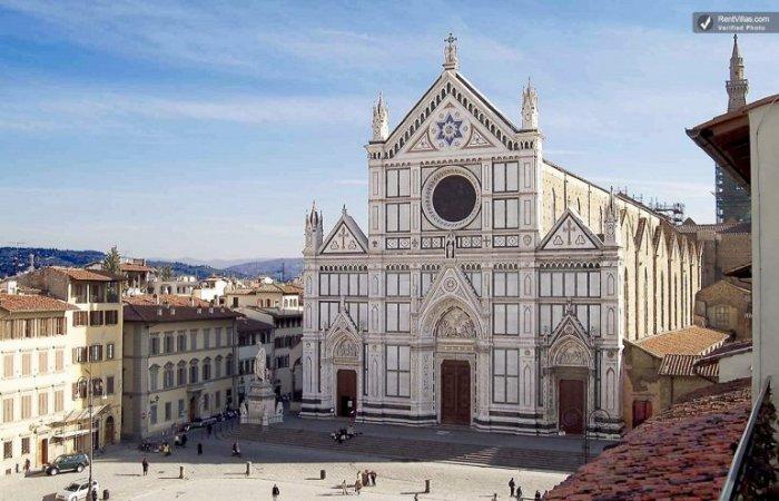 На сегодняшний день является самой большой францисканской церковью и лучшим образцом готического стиля во всей Италии.