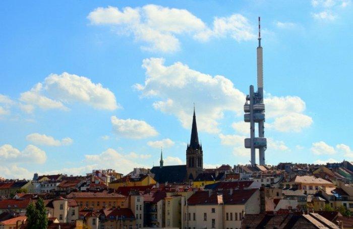 Самая высокая постройка в городе - 216 метров стекла, металла и бетона – не вписывается в облик старой Праги, но является замечательной смотровой площадкой.