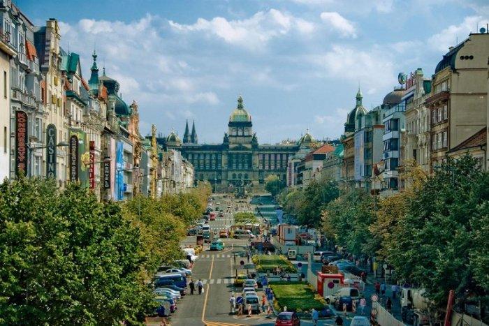 В главной точке самой длинной площади Праги расположена конная статуя – памятник Святому Вацлаву, покровителю Чехии.