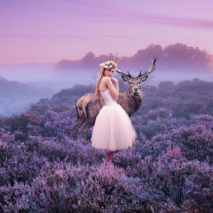 Образ девушки с оленем, на снимке похож на обычную фотографию, и лишь неприметные детали указывают на ее нереальность.