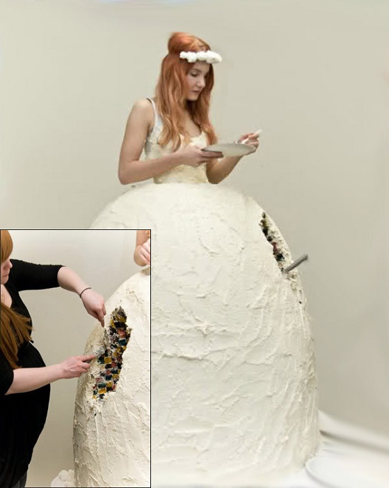 Весільна вкусняшка «сукня-торт».  Що залишиться до кінця торжества?