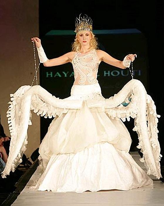 Сукня нареченої а-ля головоногий молюск.