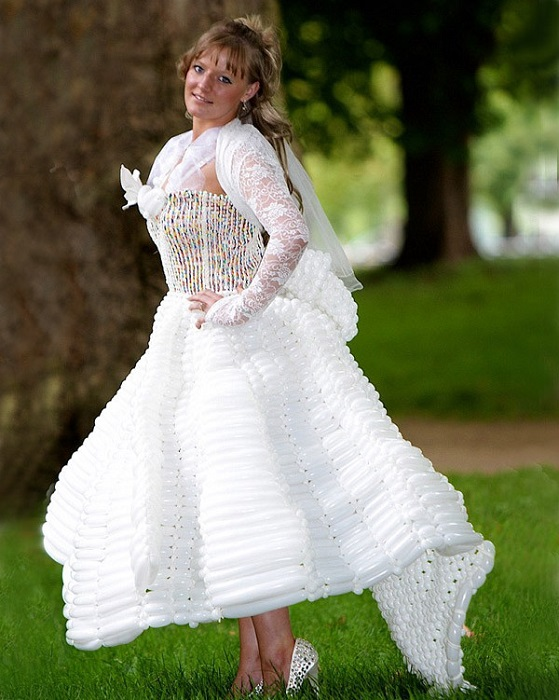 Надуте весільну сукню.