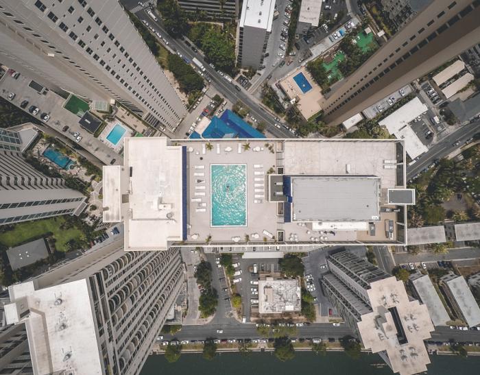 Бассейн на крыше небоскреба. Автор фотографии: Хосе Родригес (Jose Rodriguez ).