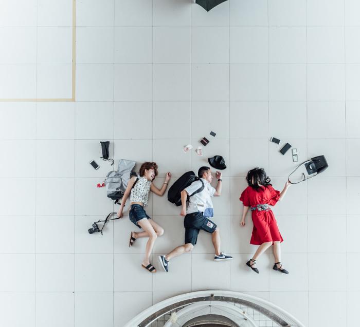 Семья изображает бегущих людей. Автор фотографии: Эрик Чжан (Eric Zhang).