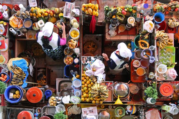 Вид сверху на продавца соков. Автор фотографии: Оливье Шрам (Olivier Schram).